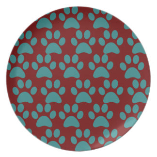La pata linda del perro de perrito imprime el azul platos de comidas