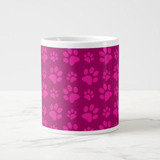 La pata rosada magenta del perro imprime el modelo taza extra grande