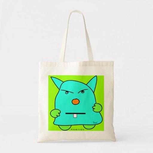 La patata del monstruo acaricia el bolso verde bolsas
