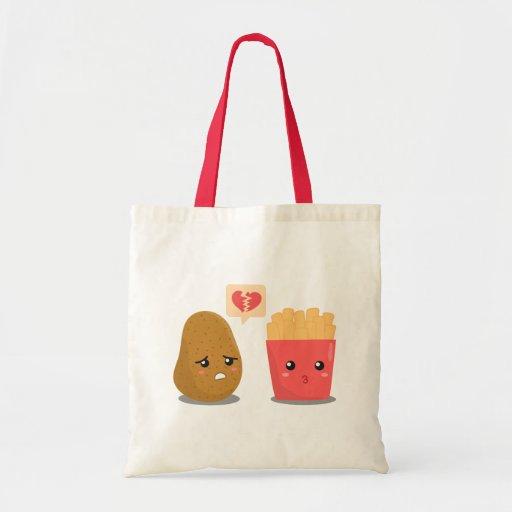 La patata es corazón roto sobre las patatas fritas bolsa tela barata
