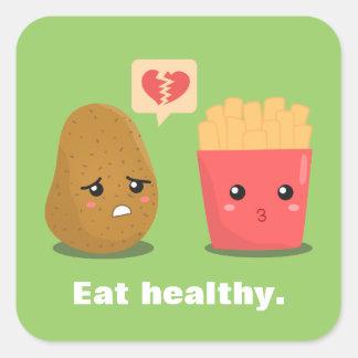 La patata es corazón roto sobre las patatas fritas pegatina cuadrada