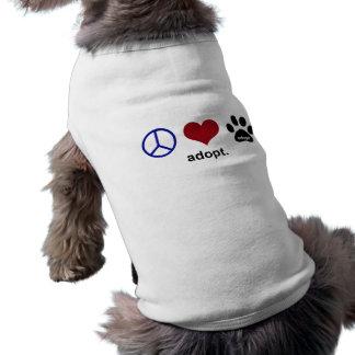 La paz, amor, adopta camisa de perro