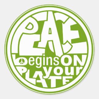 La paz del lema del vegano comienza por su placa pegatina redonda
