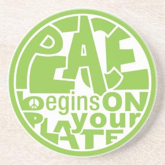La paz del lema del vegano comienza por su placa posavasos cerveza