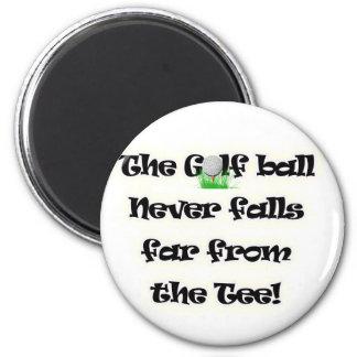 La pelota de golf nunca cae lejos de la camiseta imanes