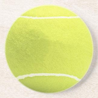 La pelota de tenis bebe el práctico de costa posavasos diseño