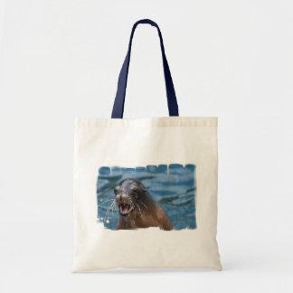 La pequeña bolsa de asas del león marino enojado