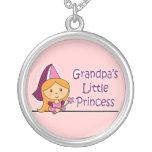 La pequeña princesa del abuelo joyería