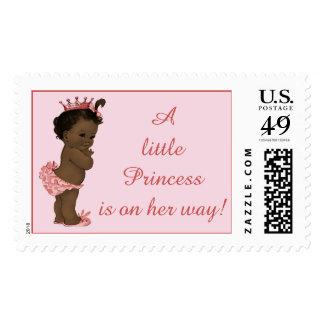 La pequeña princesa está en su bebé étnico del franqueo