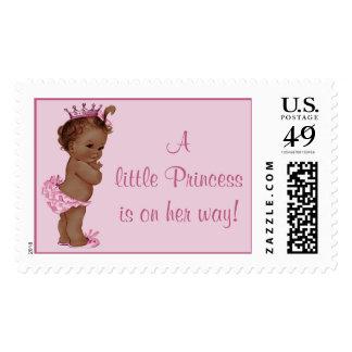 La pequeña princesa está en su bebé étnico del sello