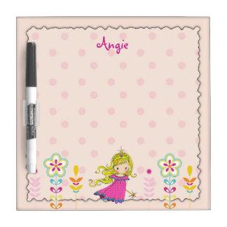 La pequeña princesa y las flores rosadas secan al pizarras blancas de calidad