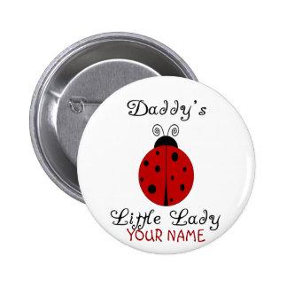 ¡La pequeña señora del papá!  Diseño de la mariqui Pin Redondo 5 Cm
