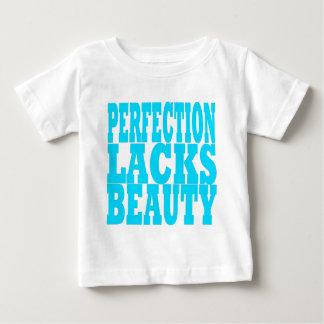 La perfección carece belleza playeras