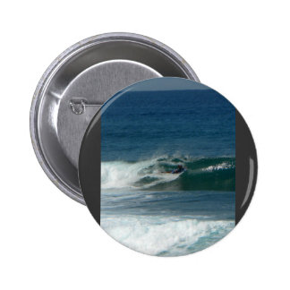 La persona que practica surf encendido ve pin
