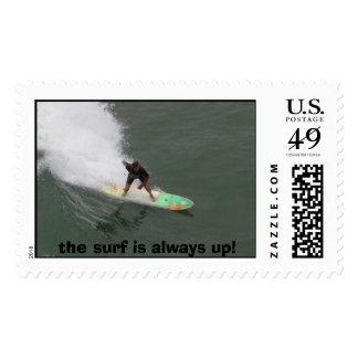 ¡la persona que practica surf, la resaca está franqueo