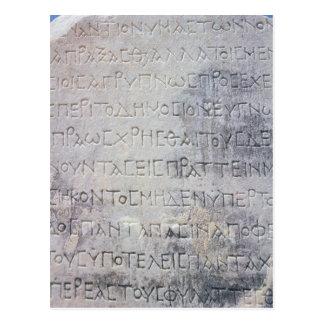 La piedra helenística del epígrafe, encontró en postales