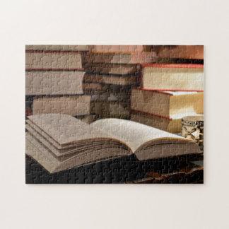 La pila de libro de TBR Rompecabeza Con Fotos