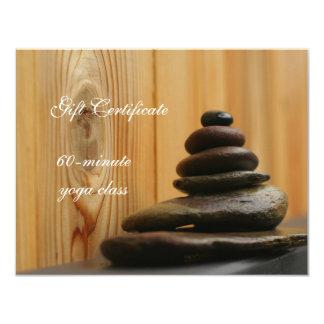 La pila de meditación empiedra el vale invitación 10,8 x 13,9 cm