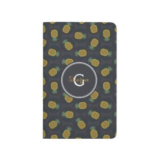 La piña negra retra del oro modela el monograma cuaderno