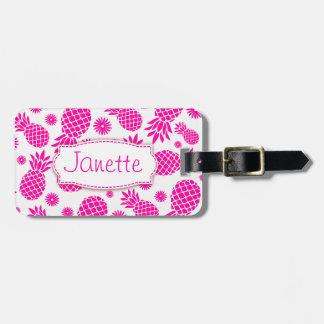 La piña y la flor rosadas brillantes nombraron la etiqueta para equipaje