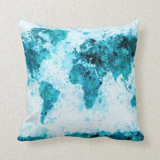 La pintura del mapa del mundo salpica el azul cojín