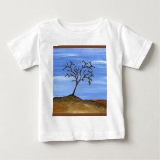 La pintura minimalista tradicional del árbol de playeras