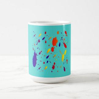 la pintura verde salpica taza básica blanca