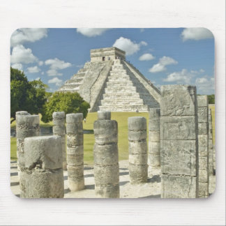 La pirámide de Kukulkan Mousepads
