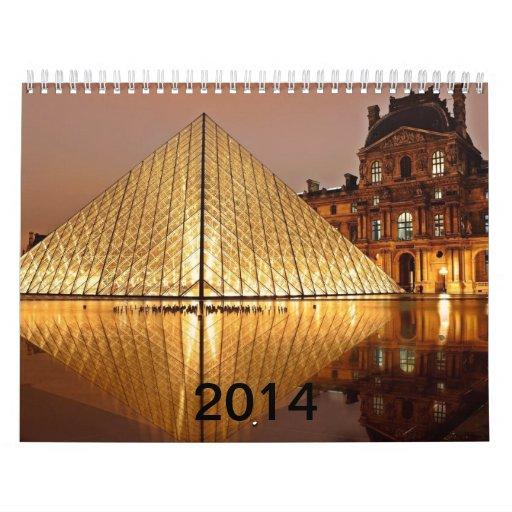 La pirámide del Louvre en el patio del Louvre Calendarios