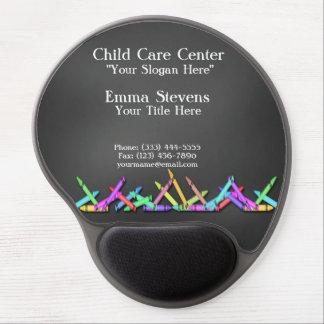 La pizarra del cuidado de niños dibuja con creyón alfombrilla de raton con gel