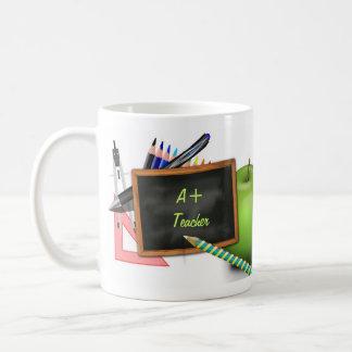 La pizarra del profesor personalizado taza clásica