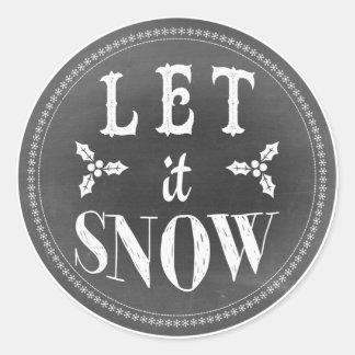 La pizarra festiva elegante lo dejó nevar pegatina redonda
