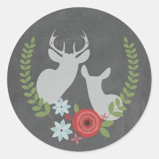 La pizarra floral de los ciervos inspiró al etiqueta redonda