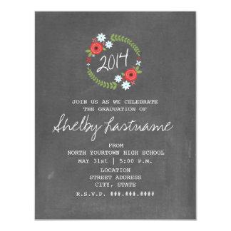 La pizarra inspiró la graduación floral de la foto invitacion personalizada