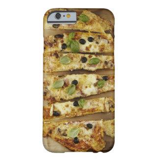 La pizza cortó en pedazos funda para iPhone 6 barely there