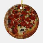 La pizza hecha en casa una echó a un lado adorno de navidad