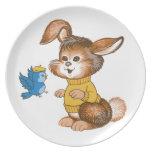 La placa linda del niño del conejito y del Bluebir Plato