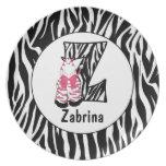 """La placa """"Z"""" del niño con monograma de la cebra ro Plato"""
