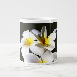 la planta del ti florece back.jpg negro blanco taza de café gigante