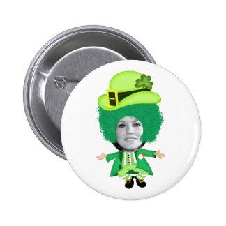 La plantilla irlandesa del día del St Patricks, Pin Redondo De 2 Pulgadas