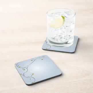 La plata/el oro ramifica con el corcho azul Co de  Posavasos De Bebidas
