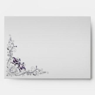La plata púrpura adornada remolina el sobre 5x7