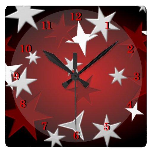 La plata roja protagoniza el reloj de pared