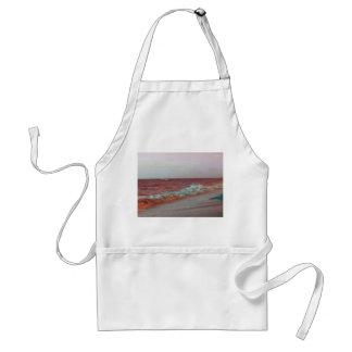 la playa agita el fondo rojo de la costa de la delantal