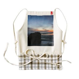 La playa de Handry de la puesta del sol Delantal Zazzle HEART