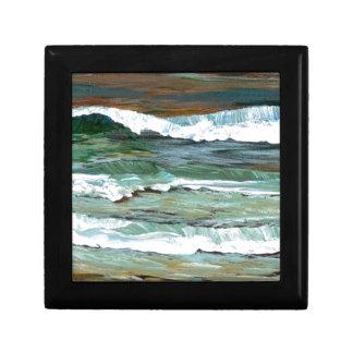 La playa de la comodidad del océano agita los rega caja de joyas