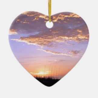 La playa de oro se nubla puesta del sol ornamento para arbol de navidad