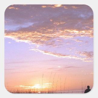 La playa de oro se nubla puesta del sol calcomania cuadradas personalizada