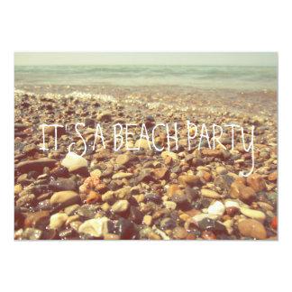 La playa del balanceo agita las rocas el lago anuncios personalizados