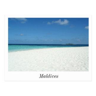 La playa en la postal de Maldivas